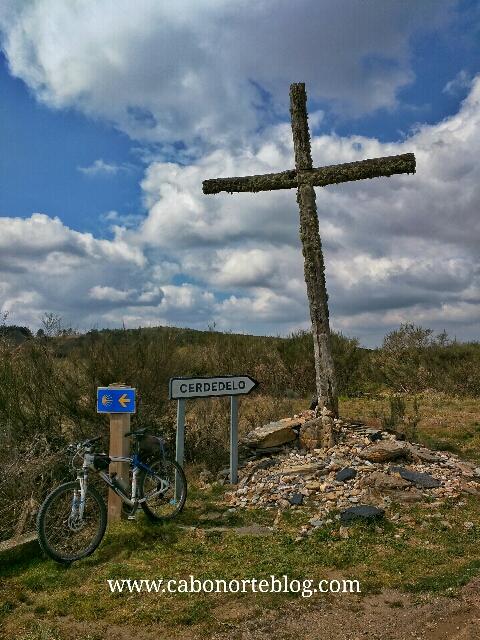 camino de santiago, camino sanabrés, cruz, bici
