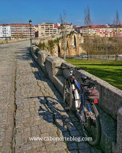 camino de santiago, camino sanabrés, ourense, puente romano, rio miño