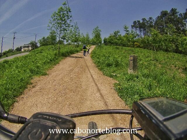 Subida entre O Porriño y Redondela, Camino Portugues, peregrinos