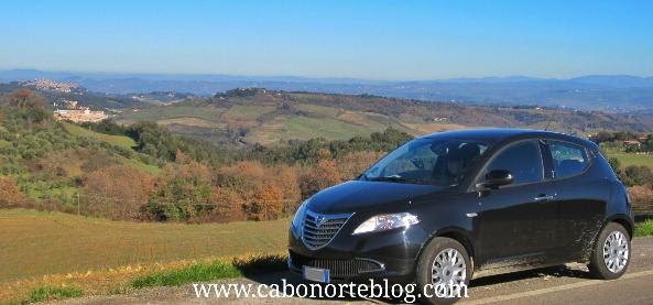 En coche por la toscana, italia