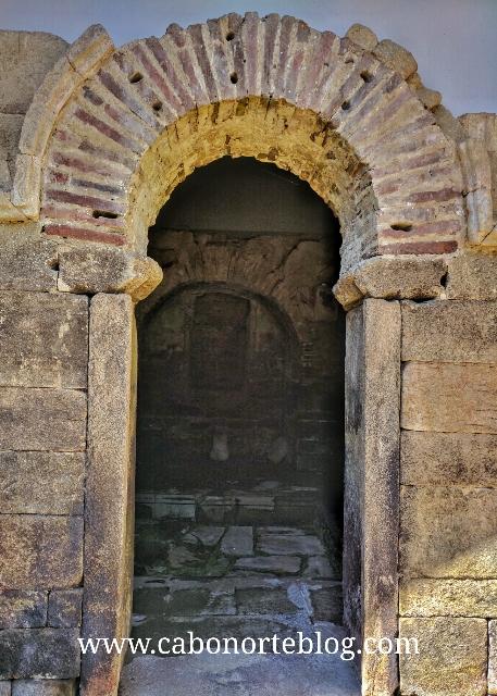 Arco de ferradura, santalla de boveda