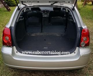 Piso del maletero y asientos traseros plano