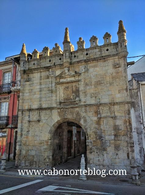 Puerta de Carlos V de Viveiro