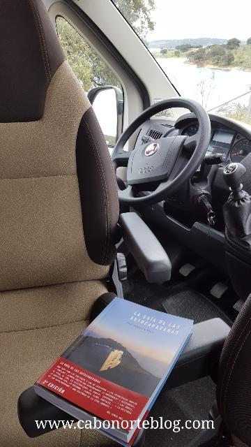 Una buena guía para iniciarse en el mundo de las autocaravanas: La Guía de las Autocaravanas, de Xosé Manuel Sarille.
