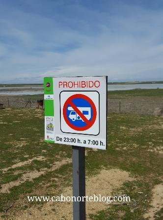señal prohibido estacionar autocaravanas