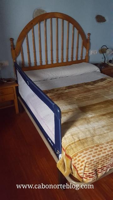 Si dormimos en nuestra cama con el bebé, es interesante llevar una balda portátil