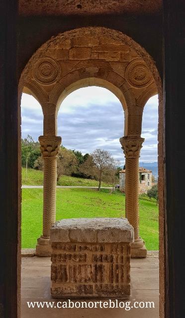 Vistas desde el interior de la Iglesia de Santa María del Naranco