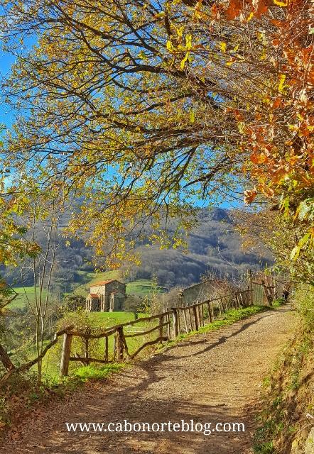 Camino de acceso a la Iglesia de Santa Cristina de Pola de Lena