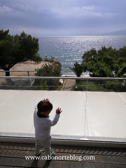 Balcón en un hotel de la costa del Peloponeso