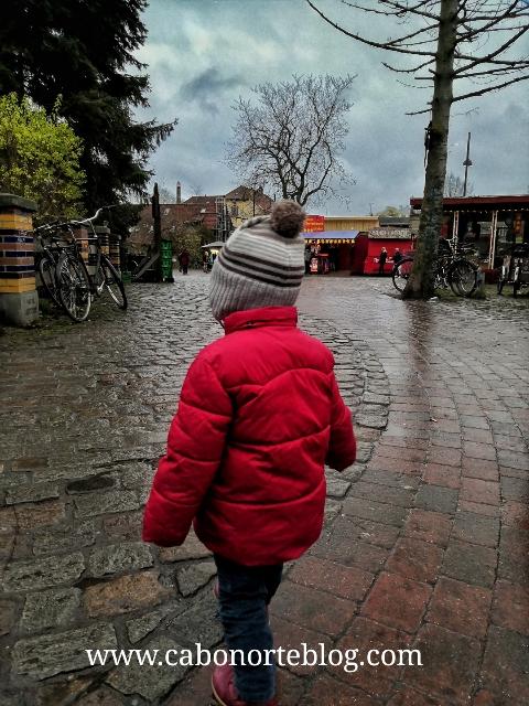 Entrando en el Barrio de Christiania, Dinamarca
