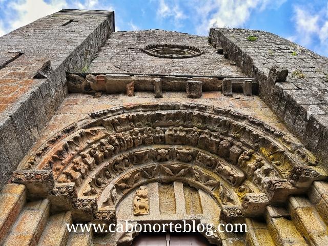 Portada Oeste do Mosteiro de Carboeiro